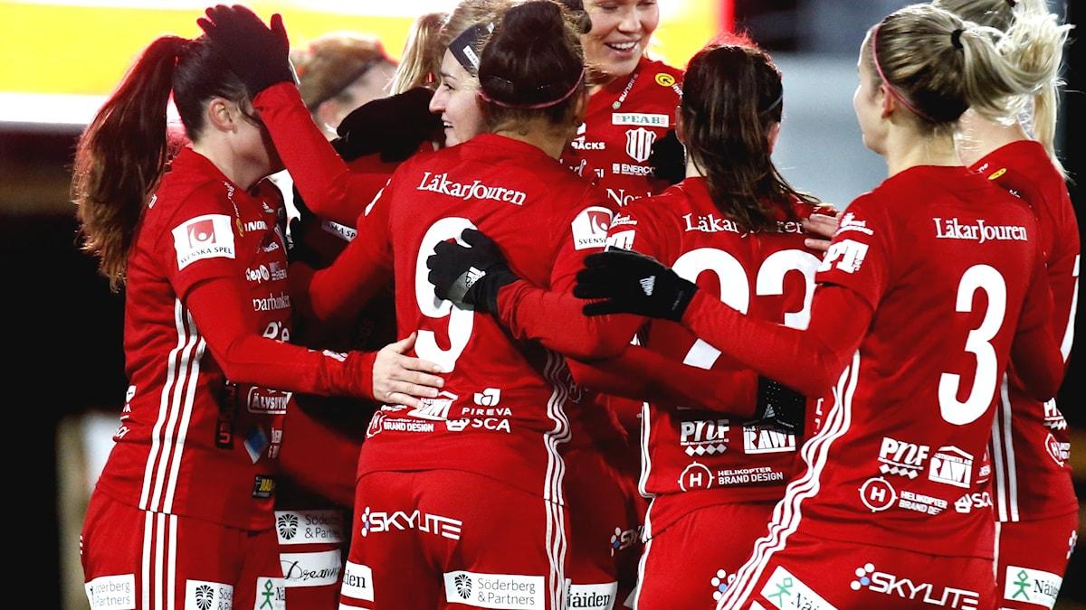 Jubel i Piteå  under fotbollsmatch i damallsvenskan 2019.