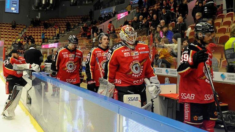 Deppigt Luleå Hockey lämnar isen.