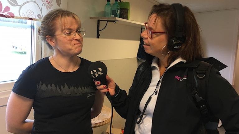 P4 Norrbottens Lena Callne intervjuar Jenny Holmgren i Mattisudden, alias Fröken Humla.