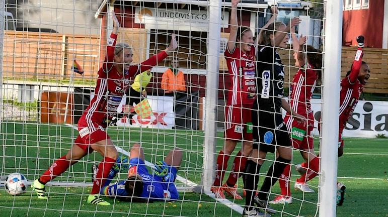 Piteå IF jublar efter avgörande målet mot KIF Örebro.