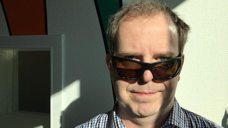 Optikern Jan-Erik Nöjd i solglasögon.