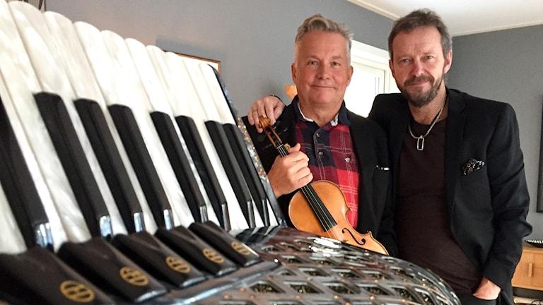 Svante Lindqvist och Bengan Janson, i förgrunden står ett dragspel.