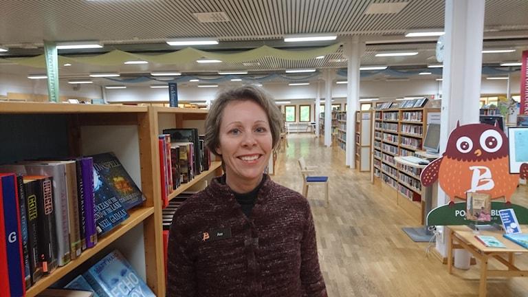 Åsa Wilén på stadsbiblioteket i Piteå.
