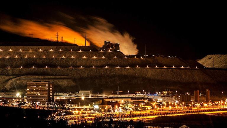 Kirunagruvan ser ut som ett skepp i natten på veckan bild v 43