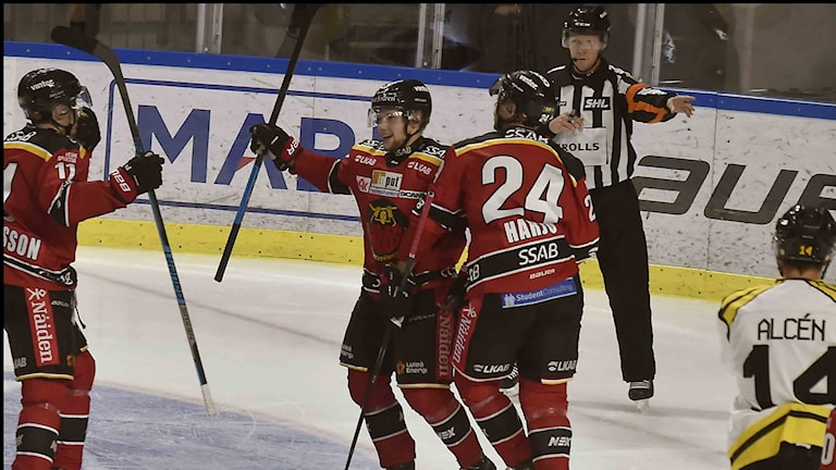 Luleå Hockeys Einar Emanuelsson jublar efter mål mot Brynäs i SHL