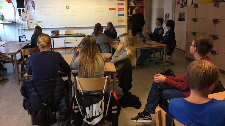 Eleverna på högstadieskolan Nya läroverket i Luleå lär sig källkritikens grunder.