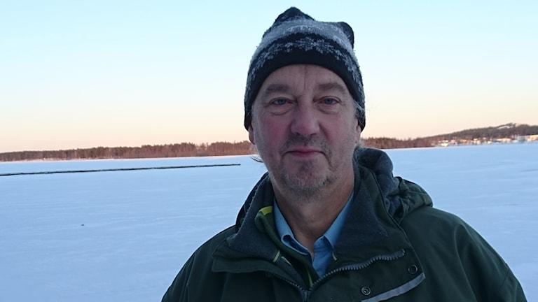 Lennart Fransson står vid Norra hamn i Luleå.