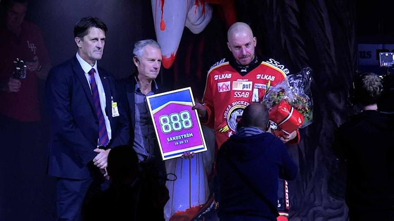 Luleå Hockeys Sandström hyllas för sin 888:e SHL-match.