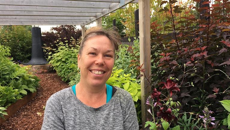 Anna Ekström, sjuksköterska och trädgårdsterapeut som driver handelsträdgården Sinnenas ateljé i Piteå.