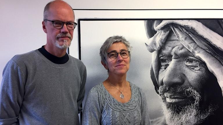 Ricky Sandberg, konsthallschef på Havremagasinet, och Ingela Ögren Weinmar utställningskoordinator.