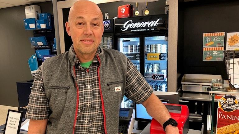 Björn Wahnstål driver mataffär i Övertorneå.