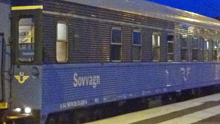 SJ:s nattåg står stilla vid perrongen i Boden.