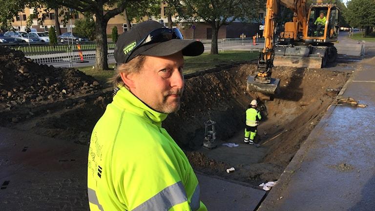 Patrik Persson är en av dem som arbetat med att reparera vattenläckan på Brynäs.