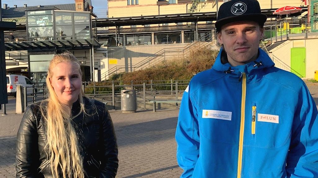 Jenna Mathlin, lärare i finska, och Tommy Söder, elev i finska.