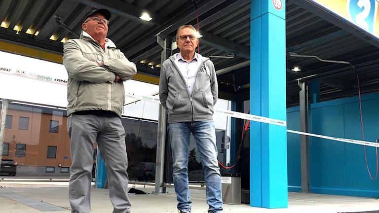 Kenneth Krantz och Lars Lindström är med och startar en biltvätt i Söderhamn.