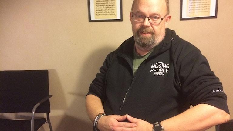 Stefan Olsson verksamhetsledare för Missing People Gävleborg är bekymrad att de måste söka tillstånd om drönare måste användas i sökarbetet efter försvunna personer.