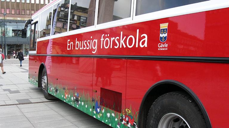 Gävle kommun vill sälja sin gamla förskolebuss. Foto: Therese Selén / Sveriges Radio