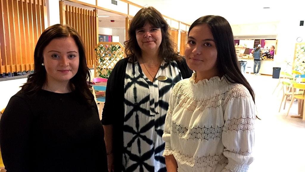 Elever och lärare på Torsbergsgymnasiet