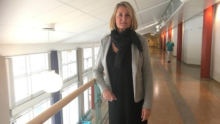 Jag blir ledsen när jag hör det här, men vi lyfter frågan till högsta nivå, säger Birgitta Dackell verksamhetschef för medicin och akutmottagningen på Aleris sjukhus i Bollnäs.