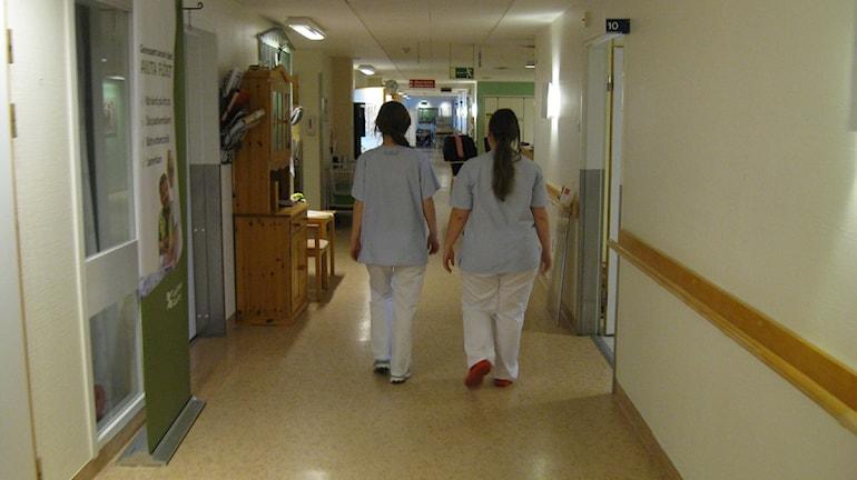 Utan inhyrda sjuksköterskor stannar vården. Foto (Arkivbild): Tomas Groop/Sveriges Radio
