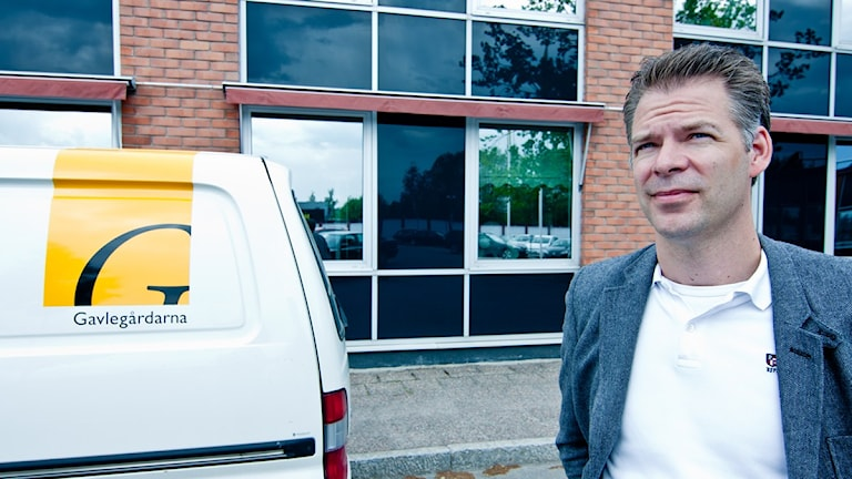 Gavlegårdarnas förvaltningschef Niclas Lind försvarar beslutet att göra om lokalerna till lägenheter (arkivbild).