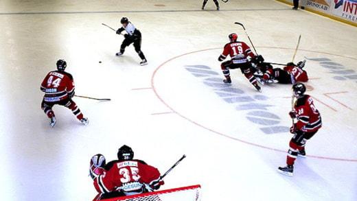 Hudik Hockey på isen.