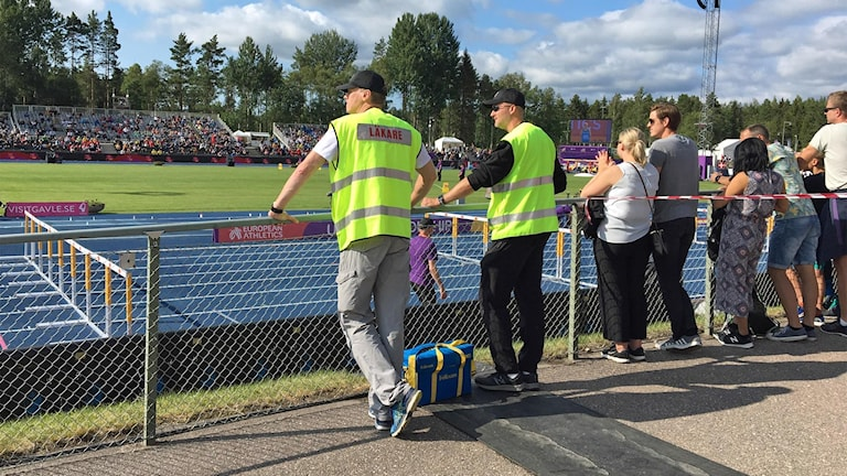 Få poliser men vaksamma funktionärer. Säkerheten vid U23 i Gävle bedöms som fullt tillräcklig.