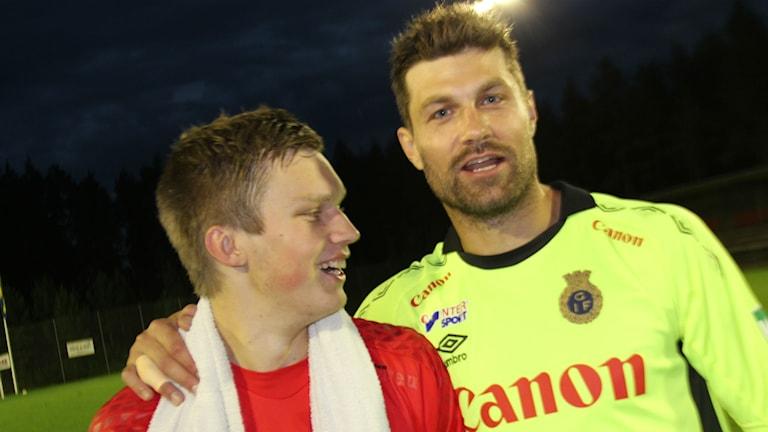 GIF-målvakten Emil Hedvall (till höger) från en cupmatch mot sin tidigare klubb Söderhamns FF (Simon Elgh) i höstas.