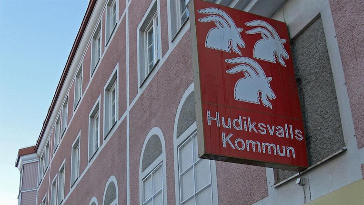Foto av Hudiksvalls kommun kommunskylt.