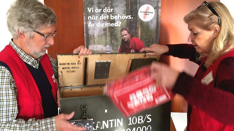 Lennart Åkesson samordnare för beredskapsgruppen och Mia Berg föreståndare på Röda Korset i Bollnäs är redo att rycka ut vid kris.