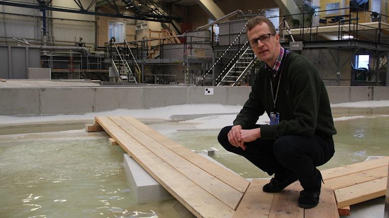 Den första modellen framtagen med 3d-teknik har tagits i bruk i Vattenfalls älvkarlebylaboratium visar projektledaren Mats Billstein.