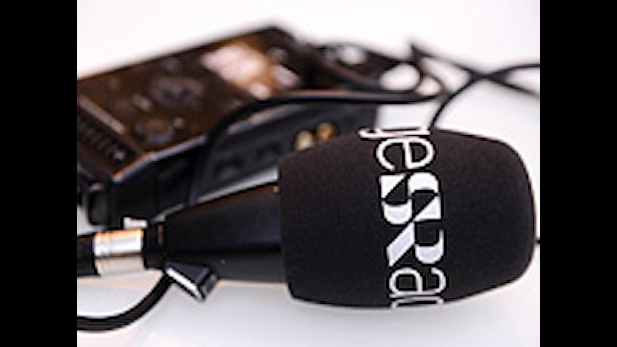Mikrofon och bandspelare. Foto: Nikolas Kominis