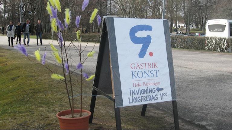 Under långfredagen invigdes årets upplaga av Gästrik Konst, som lockade hundratals konstintresserade. Foto: Maria Zander/Sveriges Radio