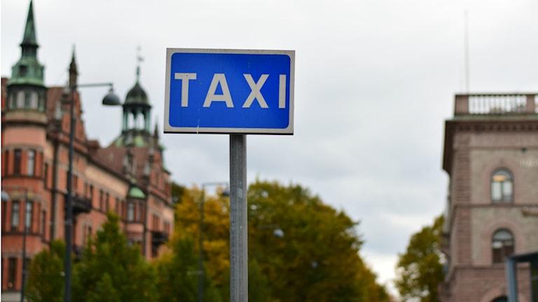 Taxistolpe. Foto: Anna-Karin Lampou/Sveriges Radio