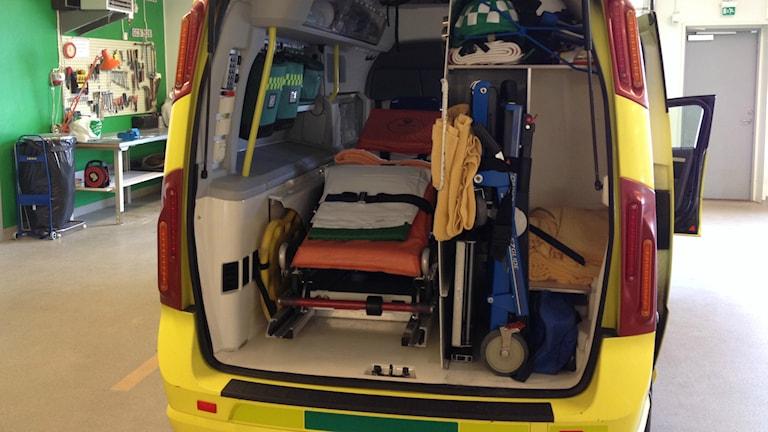 En ambulans redo för utryckning. Foto: Anna-Karin Lampou/Sveriges Radio