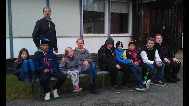 Lärare och elever på Ramsjö skola. Foto: Agneta Sundberg/Sveriges Radio