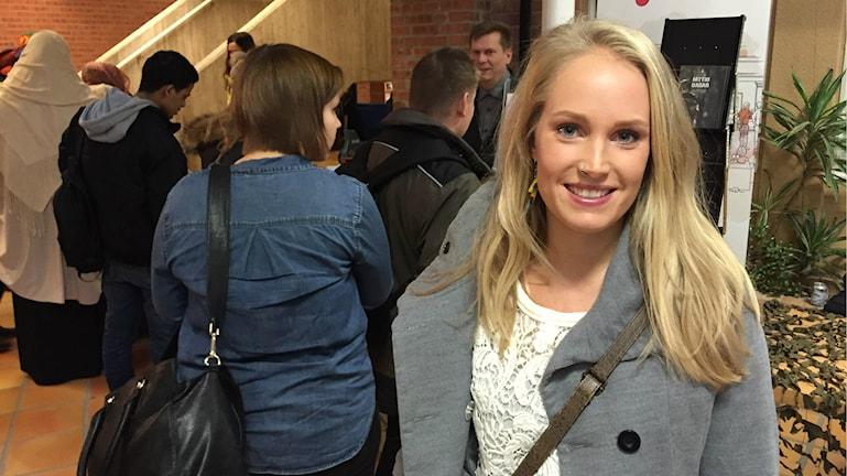Linda Långs söker jobb inom service-branschen. Foto: Oliver Bergman/Sveriges Radio