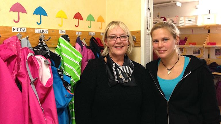 Alice Westberg Jonsson och Lina Sverkersdotter på Rengsjö förskola. Foto: Julia Burman Görans/Sveriges Radio