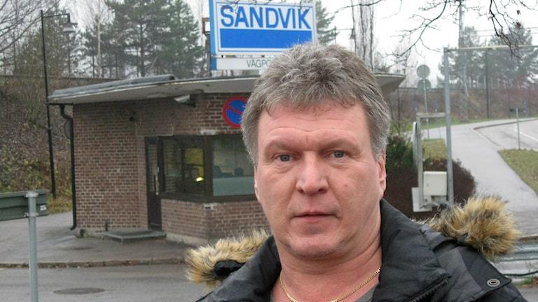 Minst 50 tjänster försvinner från SMT i Sandviken, trots detta är facket nöjt med lösningen. Foto: Tomas Groop/Sveriges Radio