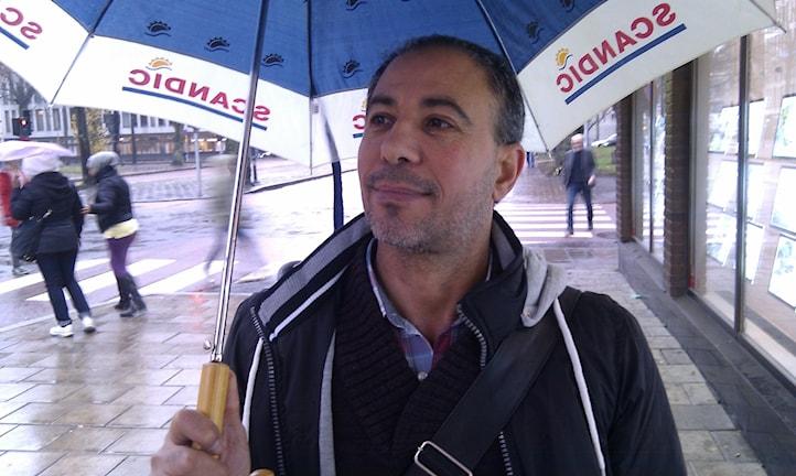 Ahmed Al Shalmi tycker det är romantiskt när det regnar.