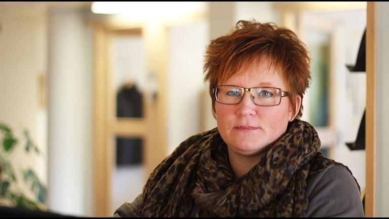 Malin Ängerå, utbildningsnämndens ordförande i Ljusdals kommun uppmanar föräldrar att prata om övergrepp på internet med sina barn. Foto: Magnus Hansson/Sveriges Radio