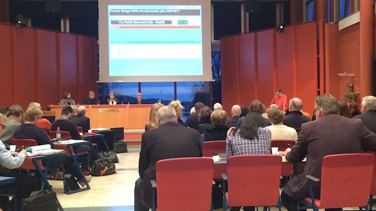 Majoriteten, oppositionen och Sverigedemokraterna kommer med tre förslag var till budget. Foto: Agneta Sundberg