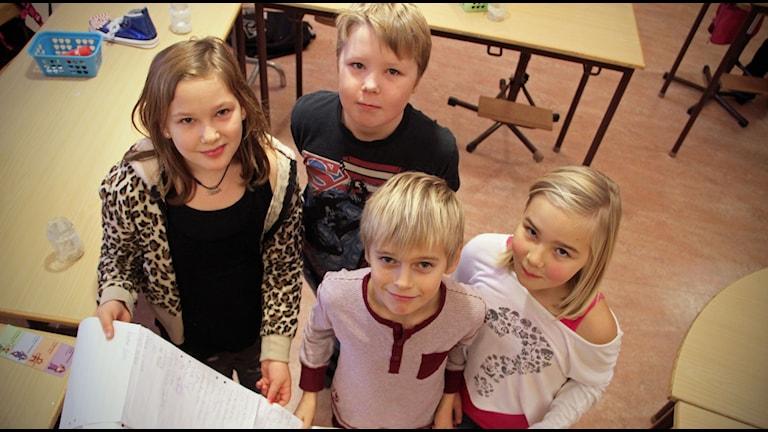 Mira Sellgren, William Hedqvist, André Larsson och Engla Fredriksson är några av eleverna på Bergviksskolan som kämpar för Nadine. Foto: Magnus Hansson/Sveriges Radio