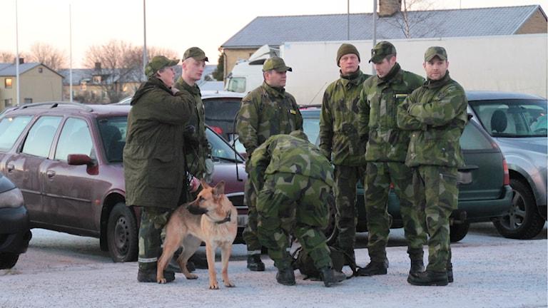 Hemvärnet anslöt till sökandet efter 18-åringen i Skutskär. Foto: Roger Nilsson/Sveriges Radio