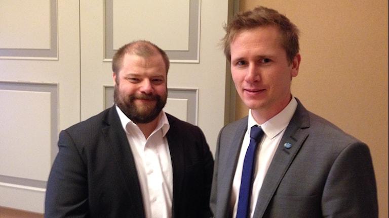 Richard Carlsson och Roger Hedlund från SD i Gävle. Foto: Staffan Mälstam/Sveriges Radio.
