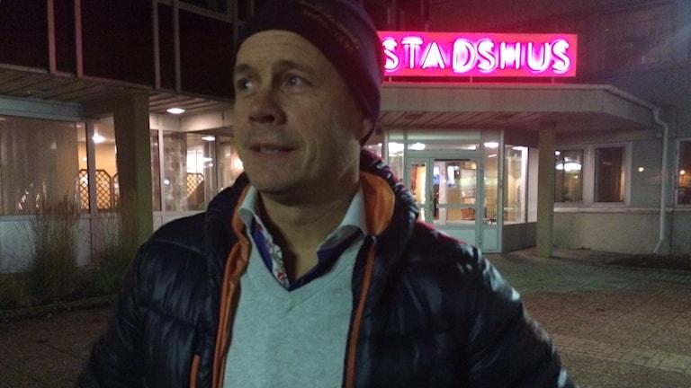 Robban Lindgren sportchef Bollnäs bandy är glad över kommunfullmäktiges ja till låneansökan. Foto: Agneta Sundberg/Sveriges Radio