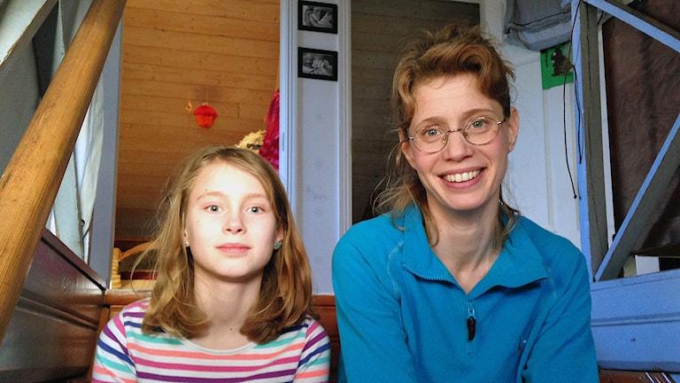Sophia Malm och hennes dotter Maja i Österfärnebo. Foto: Linnéa Forss/Sveriges Radio.