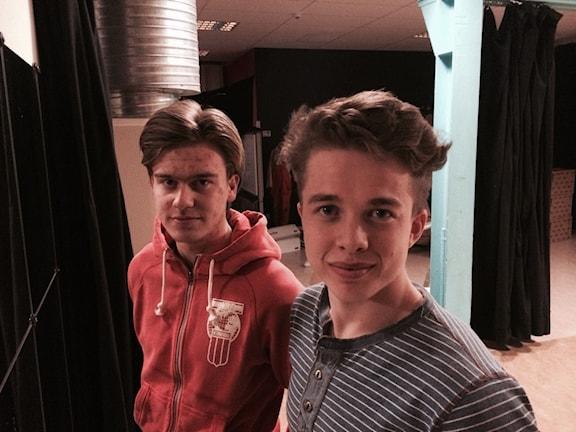 Gymmaren Pontus Larsson (till höger) med kompisen David Leander. Foto: Christian Höijer/Sveriges Radio