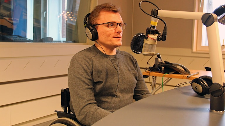 Lars-Göran Wadén intervjuas här i P4 Gävleborg. Foto: Tomas Forsman/Sveriges Radio