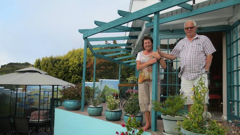 Barbro och Bosse Frid i sitt hem i Sydafrika. Foto: Elisabeth Lidén